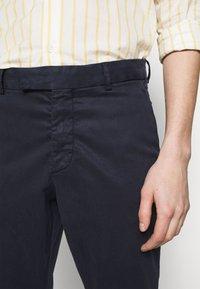 Frescobol Carioca - TAILORED TROUSERS - Trousers - dark blue - 5