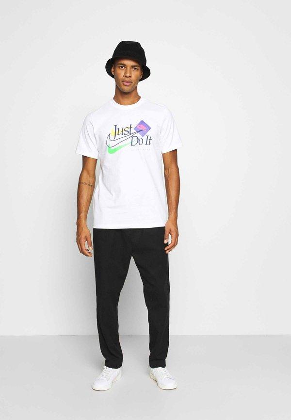 Nike Sportswear BRAND RIFFS - T-shirt z nadrukiem - white/biały Odzież Męska RTUM