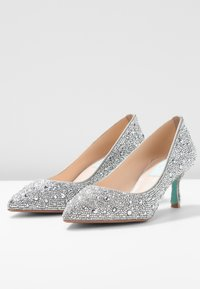 Blue by Betsey Johnson - JORA - Pumps - silver - 4