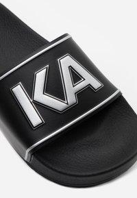 KARL LAGERFELD - KONDO MAXI PLATFORM SLIDE - Sandalias planas - black - 4