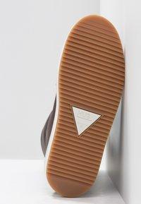 HUB - Śniegowce - dark brown/off white/dark gum - 6