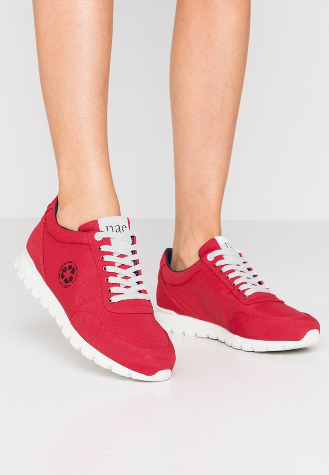 NILO - Sneakers laag - red