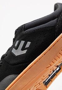 Etnies - MARANA - Sneakersy niskie - black/white - 5