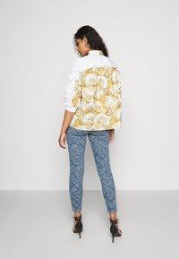 Versace Jeans Couture - Button-down blouse - bianco ottico - 2