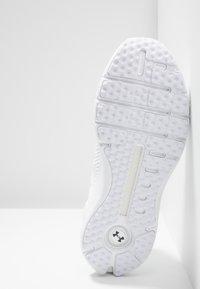 Under Armour - HOVR PHANTOM SE - Neutral running shoes - white - 4