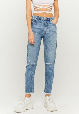 HIGH WAIST RIPPED MOM - Slim fit jeans - blu034