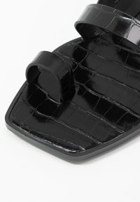 Dolce Vita - ISALA EMBOSSED STELLA - T-bar sandals - black - 2