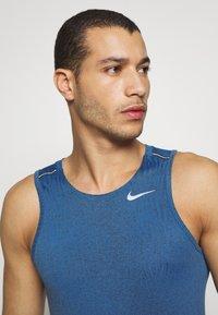 Nike Performance - MILER JAQUARD  - Sports shirt - dark smoke grey/reflective silver - 3