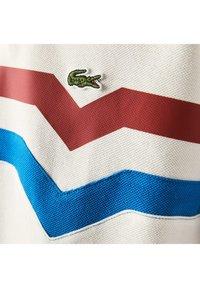 Lacoste - Polo shirt - blanc/rouge/bleu - 5