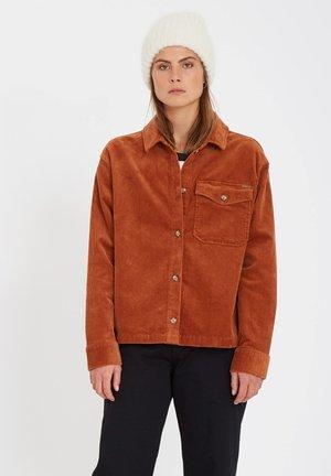 SHA LALA SHACKET - Button-down blouse - mocha