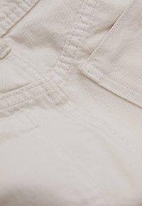 Bershka - MIT WEITEM BEIN - Flared jeans - beige - 5