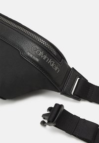 Calvin Klein - WAISTBAG UNISEX - Bum bag - black - 3