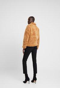 Missguided Tall - CROP BORG TRUCKER - Light jacket - tan - 2