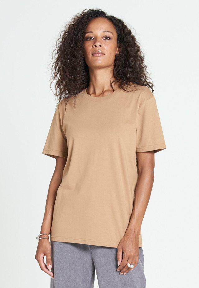 NEW STANDARD - T-shirt basic - sand