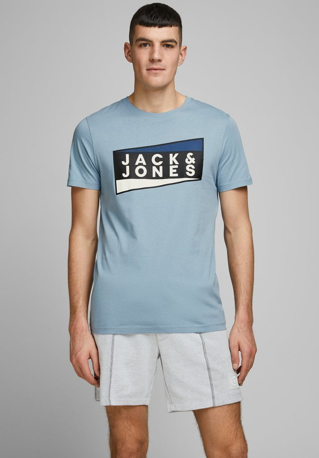 JCOSHAUN  - Camiseta estampada - light blue
