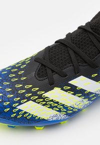 adidas Performance - PREDATOR FREAK .3 MG UNISEX - Tekonurmikengät - core black/footwear white /solar yellow - 5