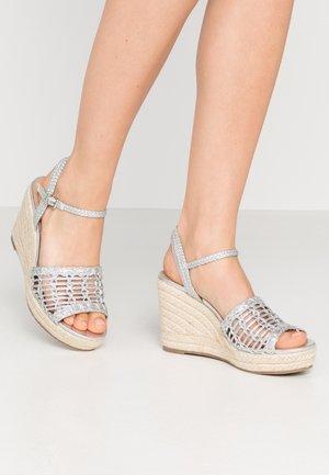 SWIRLY - Sandalen met hoge hak - silver