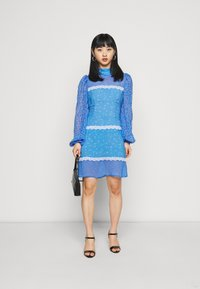 Never Fully Dressed Petite - AYRA MINI DRESS - Korte jurk - blue - 1