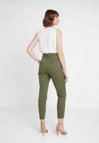 Vero Moda - VMEVA  - Bukse - ivy green - 2