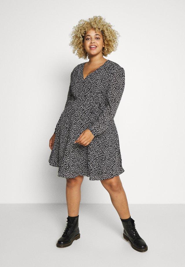 GEO PRINTED LONG SLEEVE SKATER DRESS - Korte jurk - black white geo