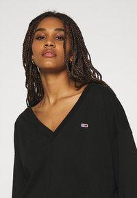Tommy Jeans - SOFT V NECK - Sweatshirt - black - 4