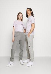 Santa Cruz - JAPANESE DOT EXCLUSIVE UNISEX - T-shirt imprimé - lavander - 1