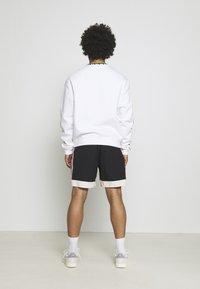 adidas Originals - TAPED UNISEX - Shorts - black - 2