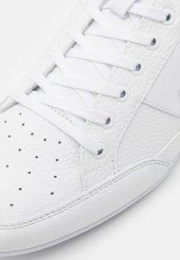 Lacoste - CHAYMON - Sneakers - white/navy - 5