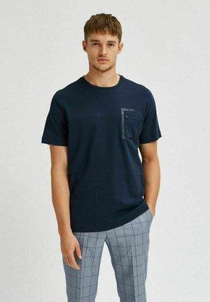 INTERLOCK - Print T-shirt - navy blazer