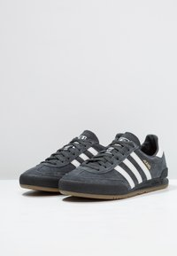 adidas Originals - JEANS - Sneakers basse - carbon/grey one/core black - 2