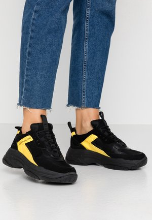 MAYA - Matalavartiset tennarit - black/cyber yellow