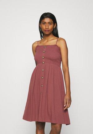 ONLANNIKA SMOCK DRESS - Denní šaty - apple butter