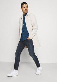 Tommy Jeans - AUSTIN SLIM TAPERED - Jeans Skinny Fit - denim - 3