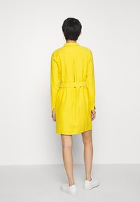 Another-Label - PERI DRESS - Robe chemise - lemon curry - 2