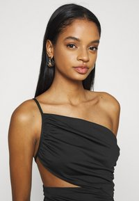 Missguided - ONE SHOULDER RUCHED CUT OUT MIDI DRESS - Cocktail dress / Party dress - black - 3