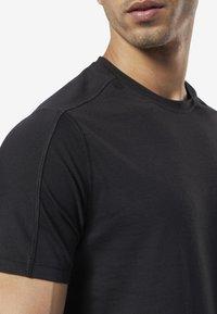Reebok - ONE SERIES TRAINING SPEEDWICK TEE - Print T-shirt - black - 4