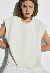 Massimo Dutti - MIT WELLENDETAIL - Basic T-shirt - beige - 2