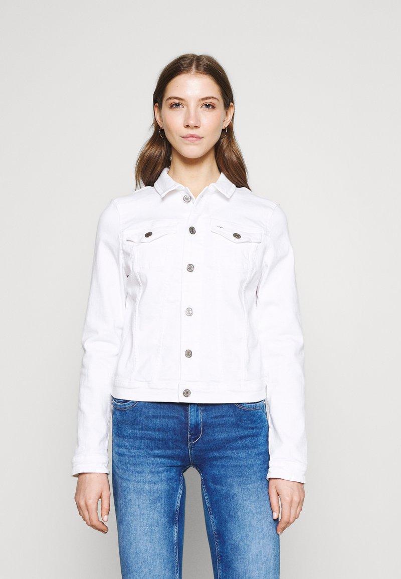 Tommy Jeans - VIVIANNE SLIM TRUCKER  - Denim jacket - white