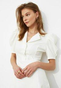 Trendyol - SIYAH - Shirt dress - cream - 3