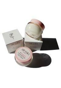 ARI ANWA Skincare - GESICHTSCREME 24H DAILY GLOW HYDRATING ROSE FACE CREAM - Face cream - - - 2