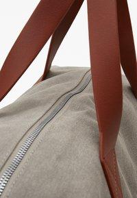 Pier One - UNISEX - Weekend bag - grey - 5