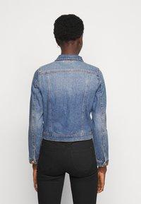 Vero Moda Tall - VMFAITH SLIM JACKET MIX - Džínová bunda - medium blue denim - 2