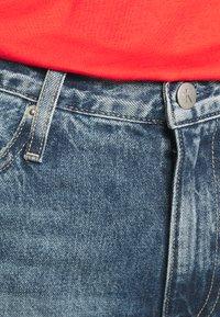 Calvin Klein Jeans - MOM - Relaxed fit jeans - denim medium - 5