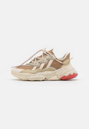 OZWEEGO UNISEX - Sneakers laag - brown