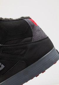 DC Shoes - Skatesko - black/grey/red - 5