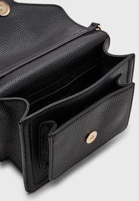 Versace Jeans Couture - GRANA BUCKLE HANDBAG - Handbag - nero - 2