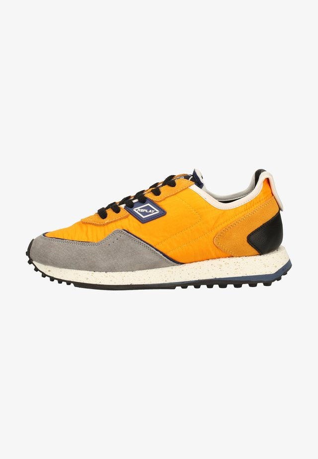 Trainers - mustard blue