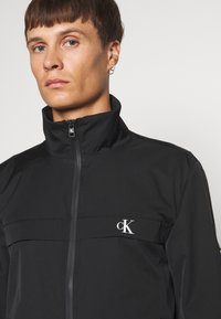 Calvin Klein Jeans - ZIP UP HARRINGTON - Veste légère - black - 5