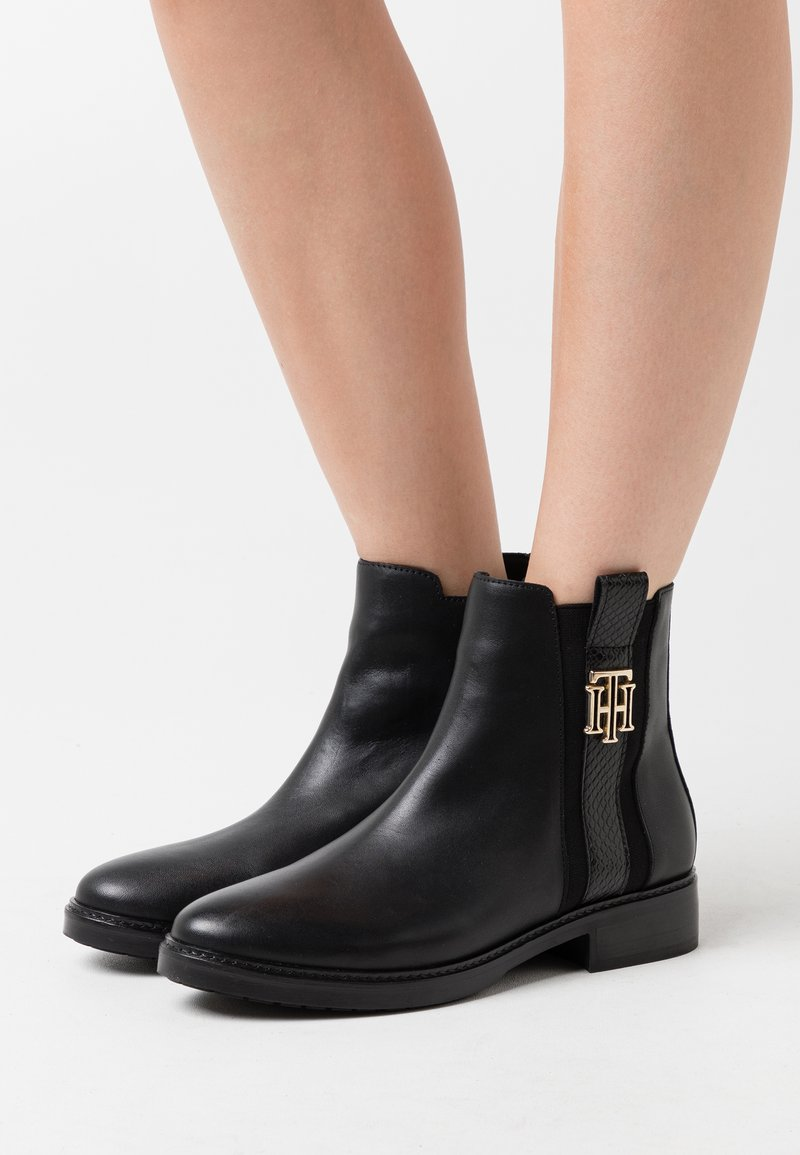Tommy Hilfiger - INTERLOCK BOOT - Stivaletti - black