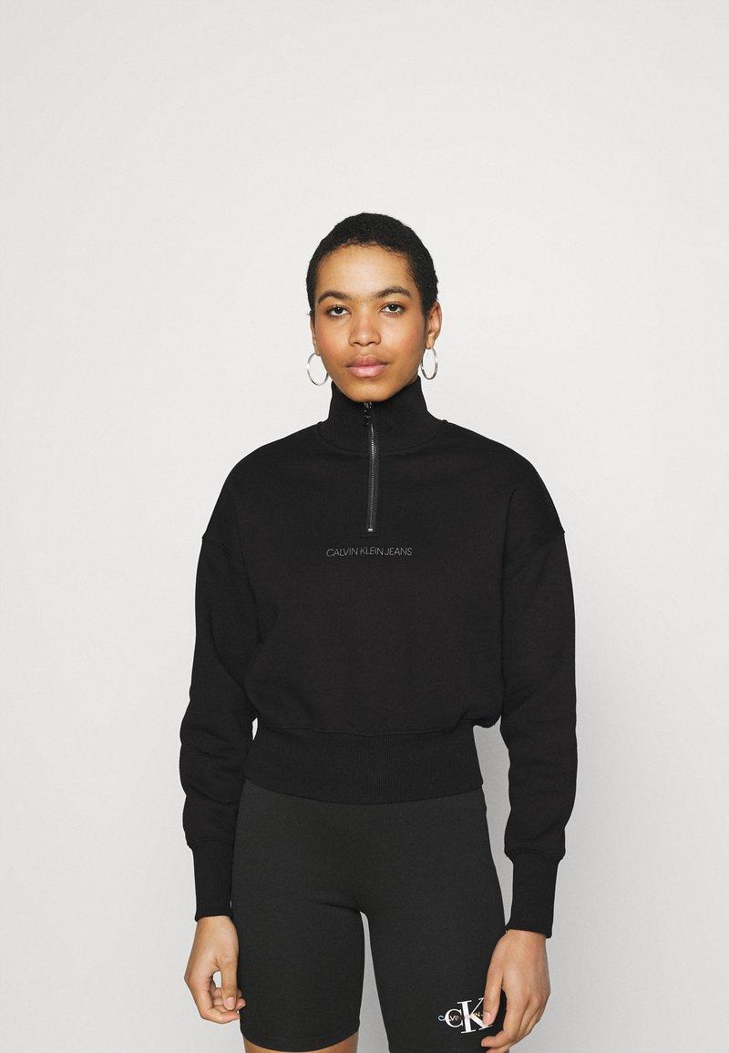 Calvin Klein Jeans - BACK REFLECTIVE LOGO HALF ZIP - Sweatshirt - black
